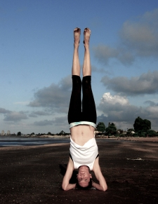 Unsupported headstand